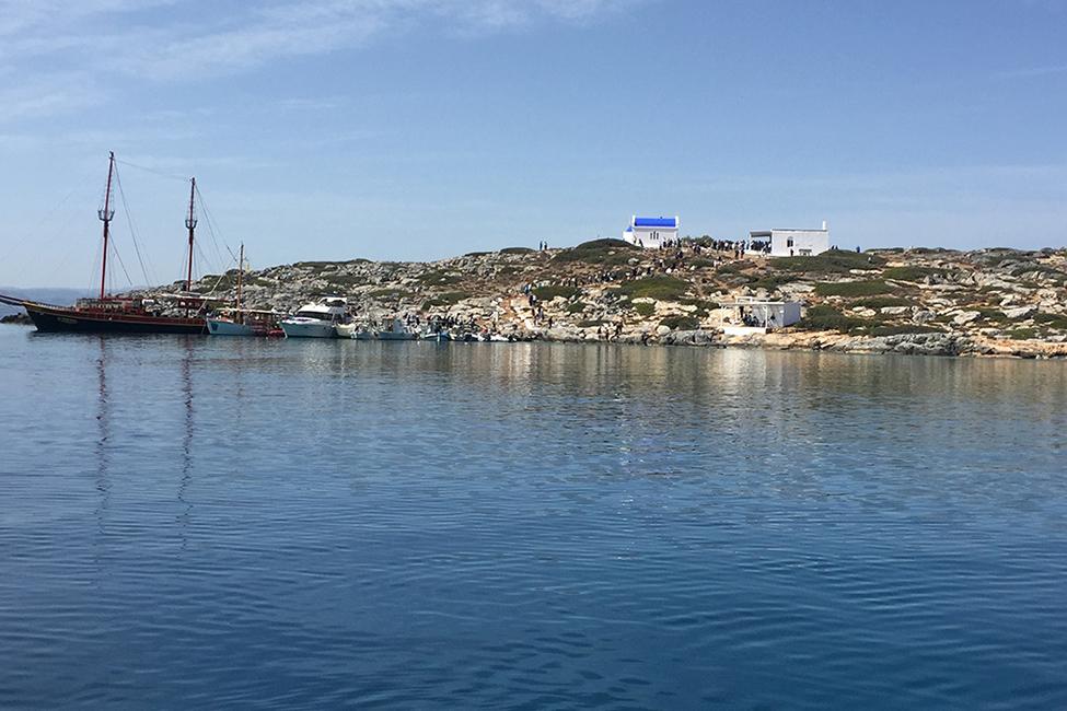 Dia island bay yacht charter